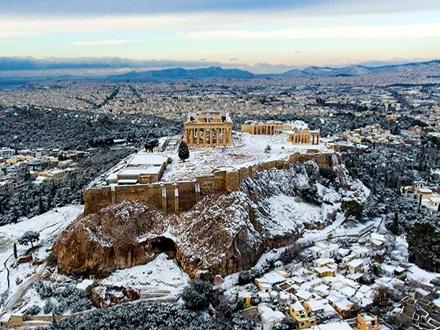 I Akropolj pod snegom; FOTO: AFP