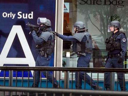 Antiteroristička akcija na aerodromu Orli FOTO: EPA