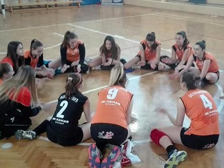 Devojčice u konkurenciji sa seniorkama. Foto: OK Panda/OK Radio