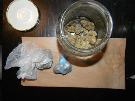 Pronađeni marihuana, MDMA, metadon, vagica i oružje FOTO: MUP