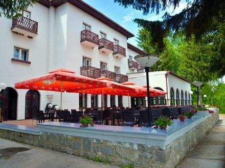 Terasa hotela na Vlasini već je renovirana FOTO hotelvlasina.rs