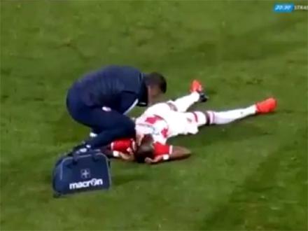 Jeziva povreda Frimponga u 78. minutu FOTO: Arena TV printscreen