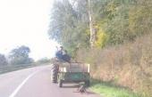 AL: Vezanog psa vukli traktorom