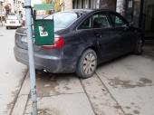 BAŠ BAHATO: Pogledajte kako političar parkira