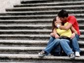 Poljupcem delimo mnogo više od nežnosti