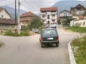 VRHUNAC BAHATOSTI: Parkirao na sred raskrsnice!
