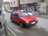 TATKO: Parkirao ga na sred ulice!