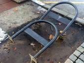 NI: Oštećeni držači bicikala