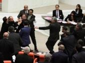 TUR: Poslanici se tukli čekićem
