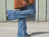 Pantalone širokih nogavica su ponovo u trendu