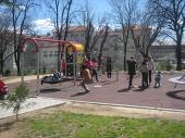 SVI NAPOLJE: Lepo vreme puni park (FOTO)