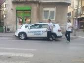 Policajci ponovo parkirali na pešačkom