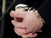 Potapšao policajku  po ramenu i završio u zatvoru