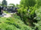 ALARMANTNO: Reka potkopava grobove! (FOTO)