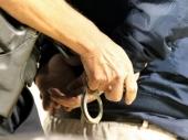 Oteo torbu punu novca, policajac ga uhvatio na delu