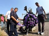 Kolona, venci, sirene u sećanje na  stradale Srbe