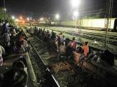 Migranti se noževima borili za mesto u vozu