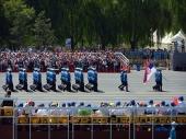 Srpski gardisti prodefilovali Tjenanmenom