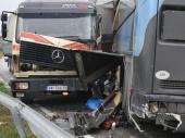 TEŽAK SUDAR kamiona i autobusa kod Vranja, jedan poginuo