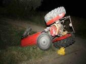 Auto udario u traktor dvoje povređeno