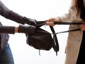 RAZBOJNIK napao ženu na sred ulice