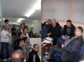 NERVOZA i okupljanje pred zatvaranje birališta