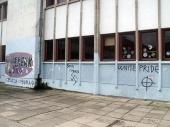 Nacistički grafiti na školi u centru Vranja
