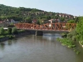SKOČIO sa mosta zbog devojke