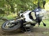 TEŠKO POVREĐEN motorciklista