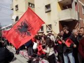 STIŽE predsednik ALBANIJE, opsada grada i bilbordi podrške (FOTO)