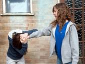 Tinejdžerke krvnički pretukle vršnjakinju ispred škole!