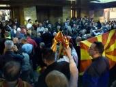 50.000 ljudi noćilo ispred Sobranja