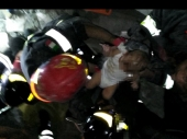 Zemljotres srušio zgradu, TRI BRATA izvučena živa (VIDEO)