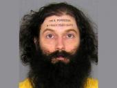 Uhapšen zbog onoga što mu piše na čelu (Foto)